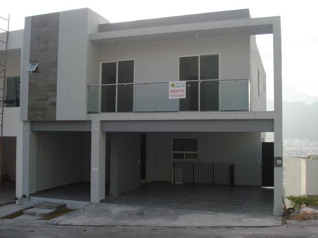 Casa en renta en vistalta monterrey nuevo leon con m2 for Casas en renta monterrey