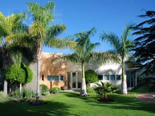 Casa en venta en jurica queretaro queretaro con 1350m2 for Casa moderna en venta queretaro